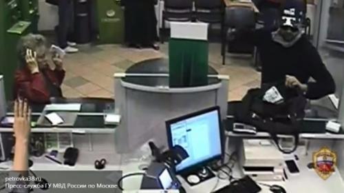 Взахваченном банке в столицеРФ  все еще  остаются заложники